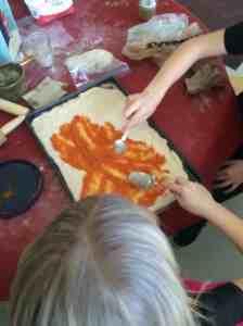pizzza sauce spreading