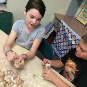 garlics peeling